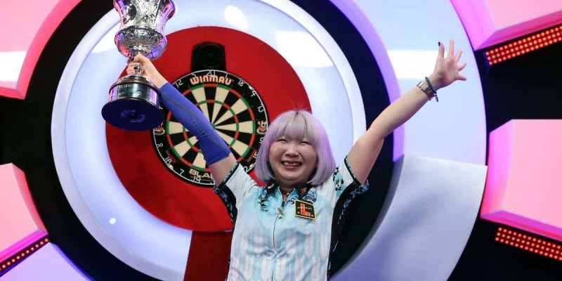 Mikuru SuzukiLadies World Darts Champion
